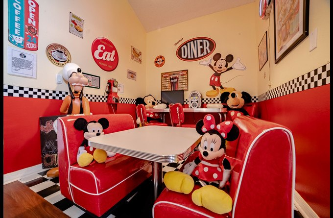 Mickey's 50's Diner- Go back in time with this separate eating area for the kids. TV/DVD and Jukebox