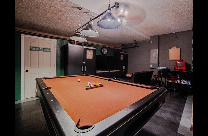 Game Room-Billiards, Darts, and FREE Netflix